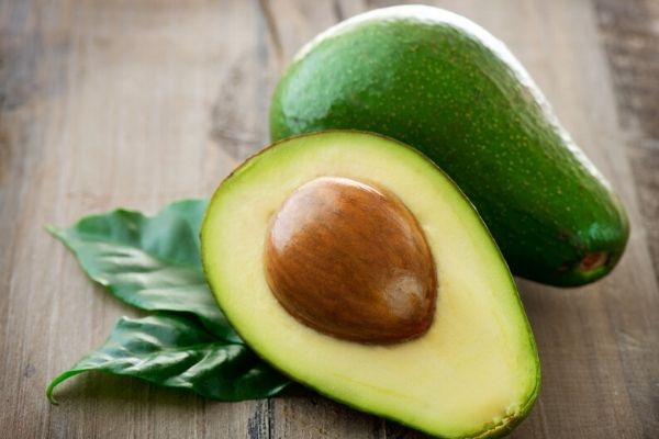 avocado to prepare avocado face mask for acne scars