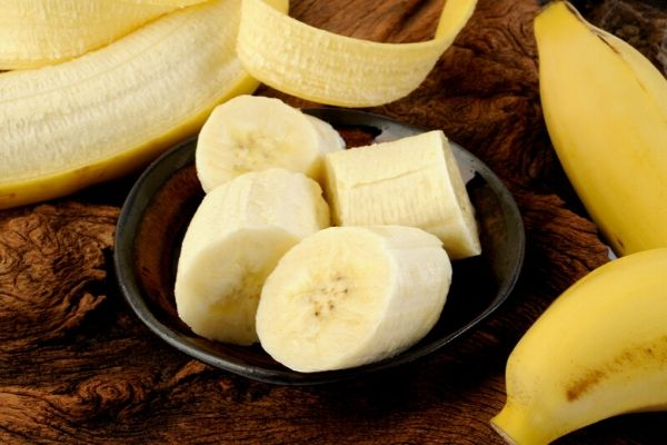 picture of cut banana to prepare banana face mask for acne prone skin