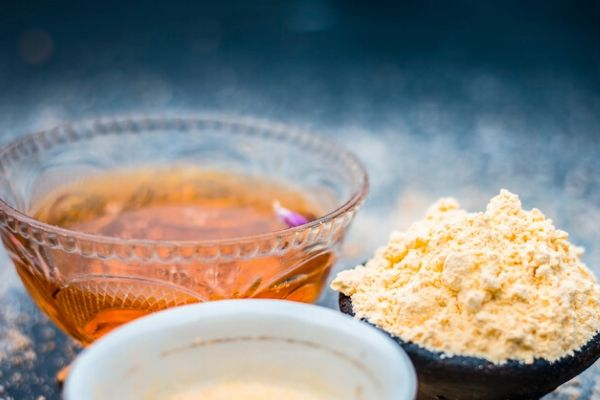 honey and gram flour for oily skin