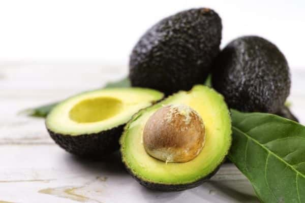 avocado is one of the foods to eat for oily skin
