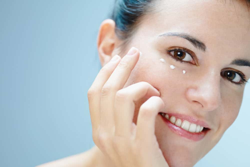 good skin care routine for oily skin uses an eye cream at night