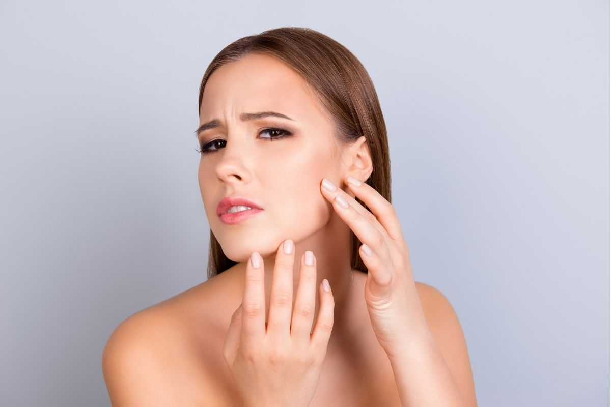 oily skin is one of the causes of acne